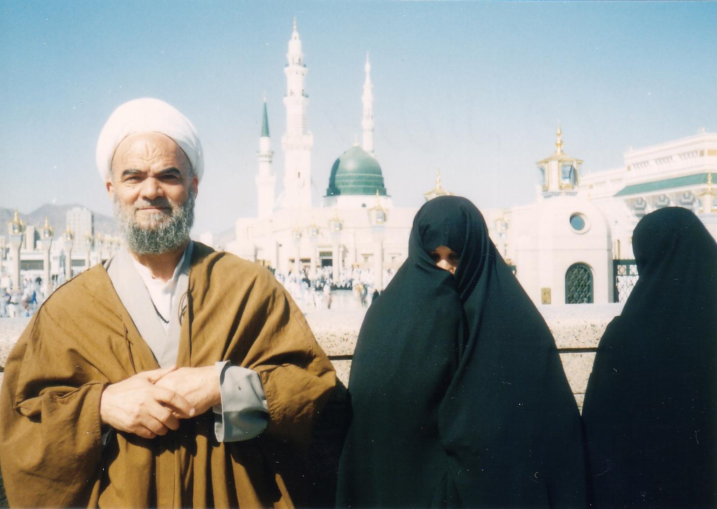 تصاویر حضرت استاد بِنیسی در سال 1378 در سفر حج